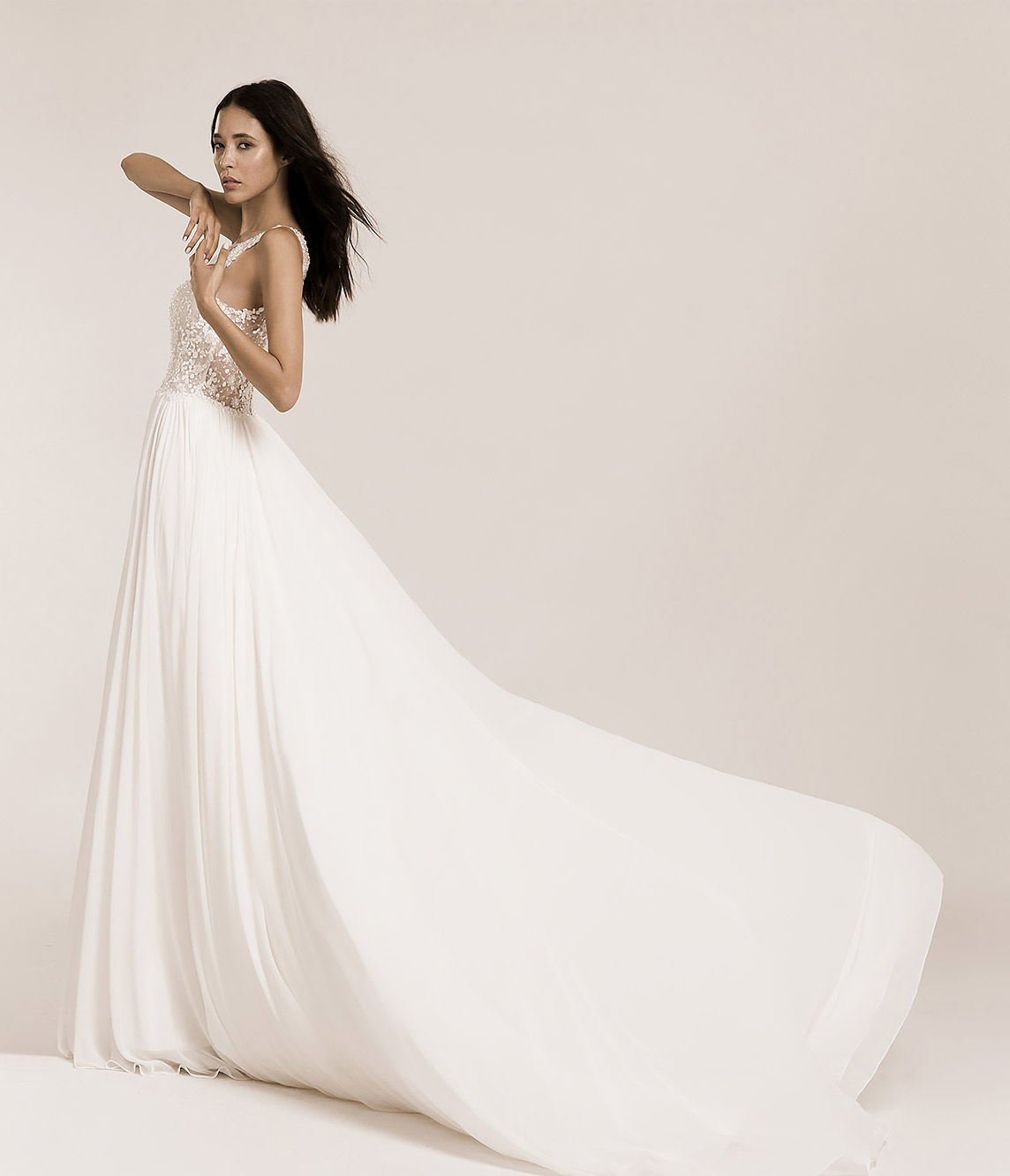 Wedding dresses and bridal gowns b2b business to business for merchants.